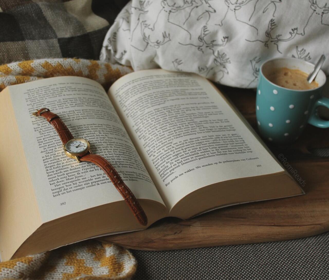 K čítaniu neodmysliteľne patrí aj plná šálka horúceho nápoja - prajete si čaj, kávu alebo čokoládu?