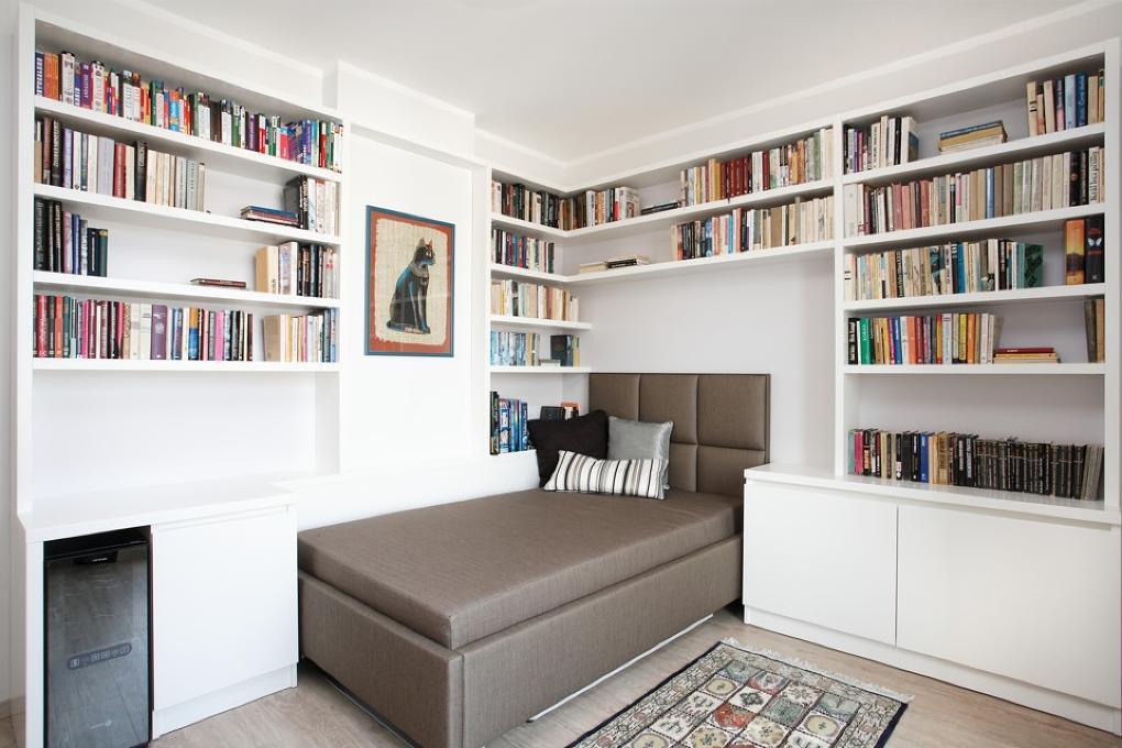 Knižnica v spálni knihomoľa od Ambience design
