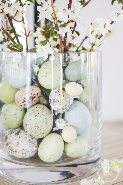 Najjednoduchšie veľkonočné dekorácie? Váza, vajíčka a rozkvitnuté vetvičky