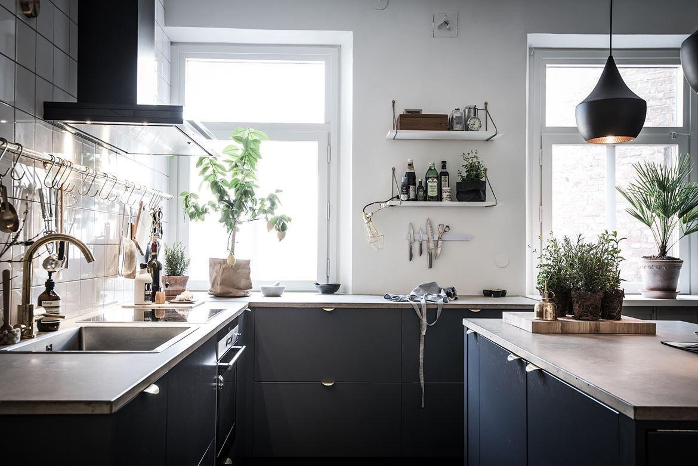 Do čiernej kuchyne nemusíte zavítať len pri výlete na hrad - v modernom poňatí bude vyzerať skvelo aj vo vašej domácnosti