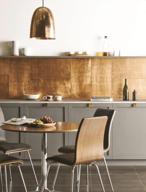 Netradičné kombinácie teplého a studeného kovu sú hitom a napríklad v kuchyni vypadajú nádherne