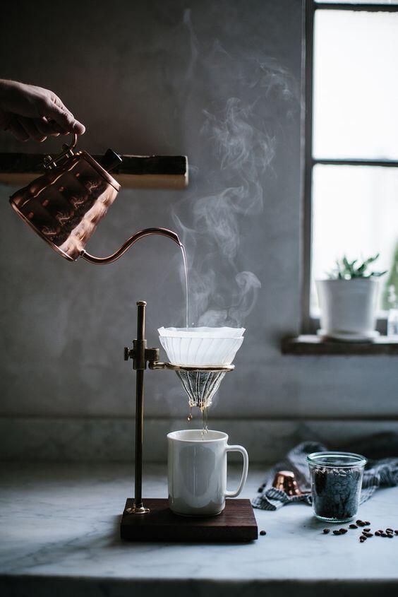 Pomocou dripperu si doma pripravíte chutnú prekvapkávanú kávu