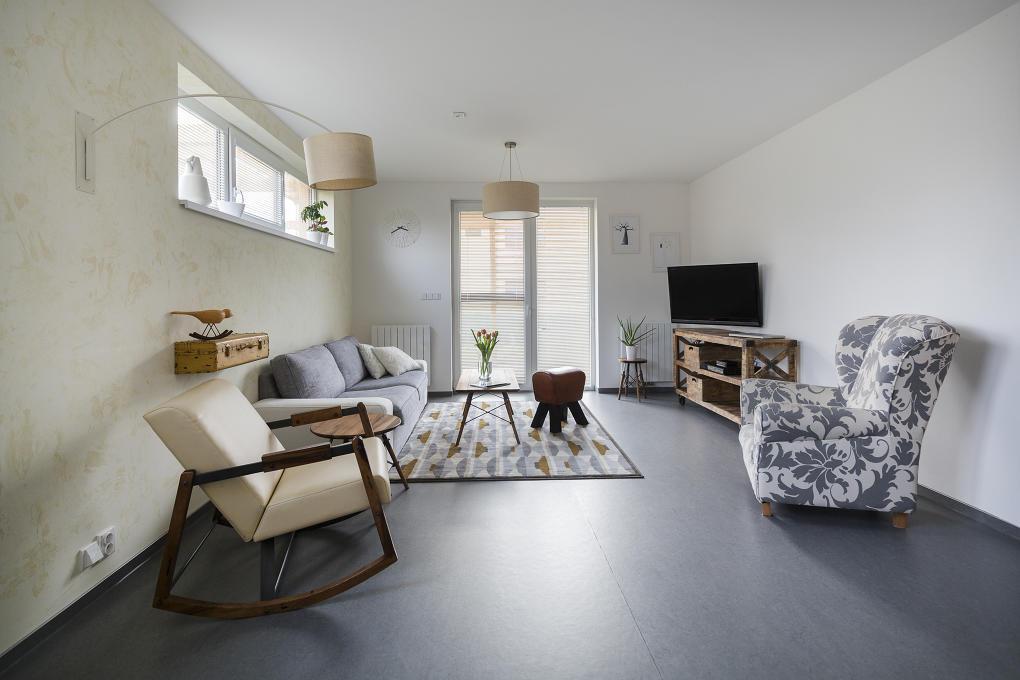 Dizajnérka Gabriela Nováková si potrpí na harmóniu farieb a miluje svetlé prírodné odtiene, čo dokazuje aj jej obývačka