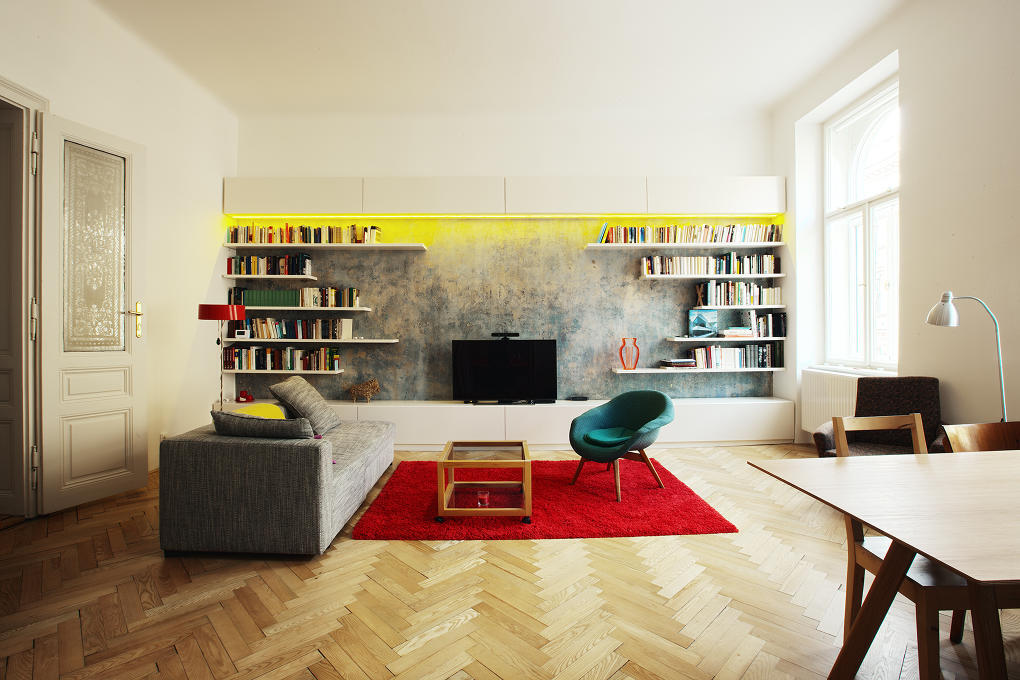 Pozadie knižnice tvorí pôvodné súvrstvie malieb, ktoré architekti počas rekonštrukcie našli pod vrchnou vrstvou