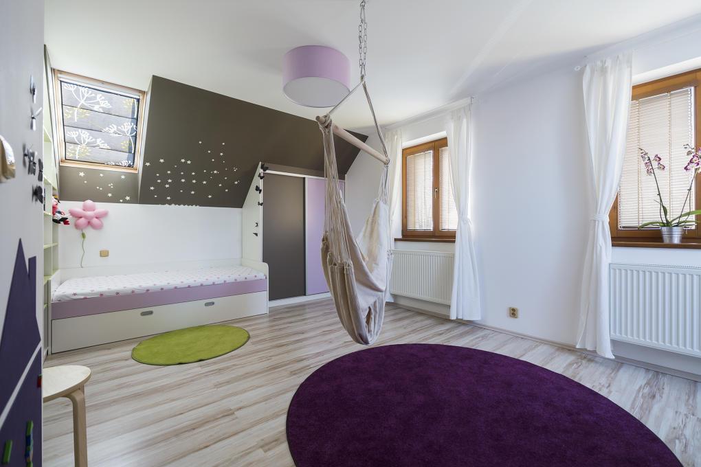Jednofarebné kusové koberce sa hodia aj do detskej izby
