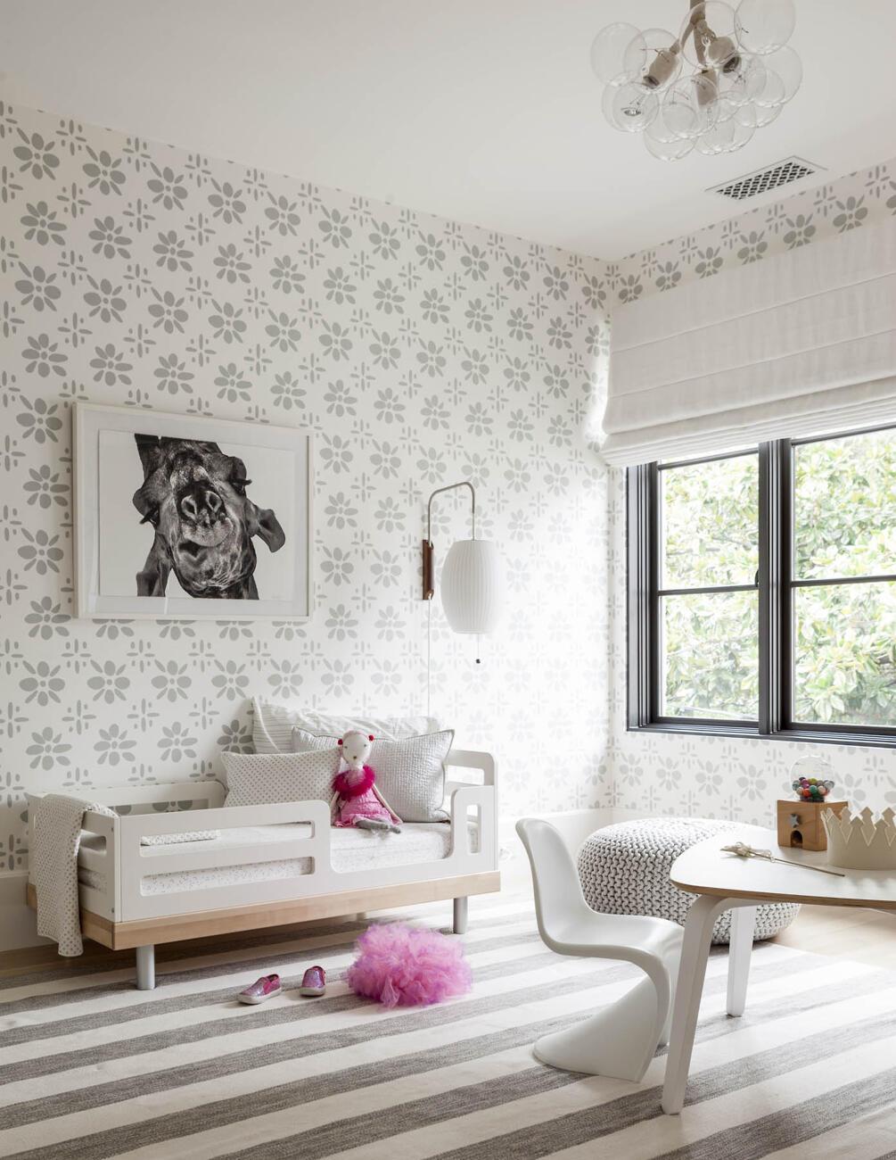 Do detskej izby sa hodia odolné tapety a nemusia byť nutne v krikľavých farbách či motívoch ...