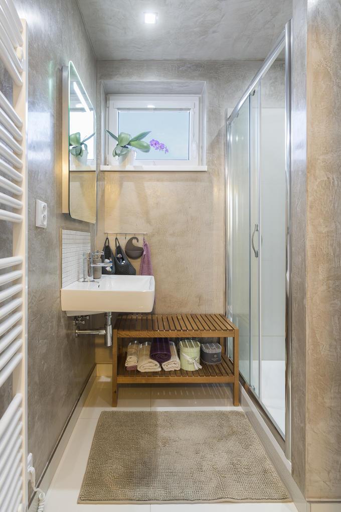 Tiež kúpeľňa dizajnérky je ladená do svetlých tónov.
