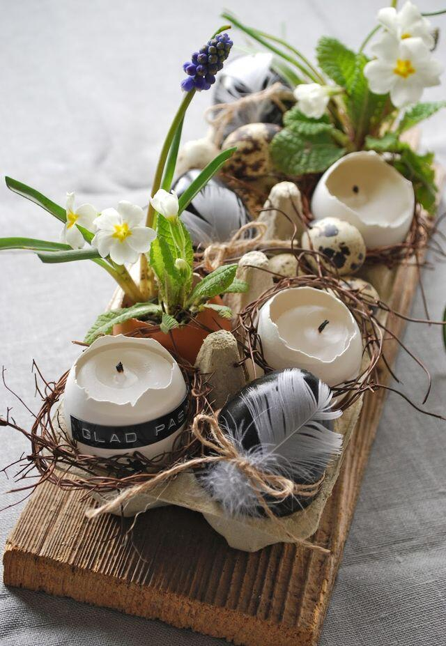 Stačí do vaječných škrupín vložiť sviečku či živé kvety a máte krásnu dekoráciu sviatočného stola