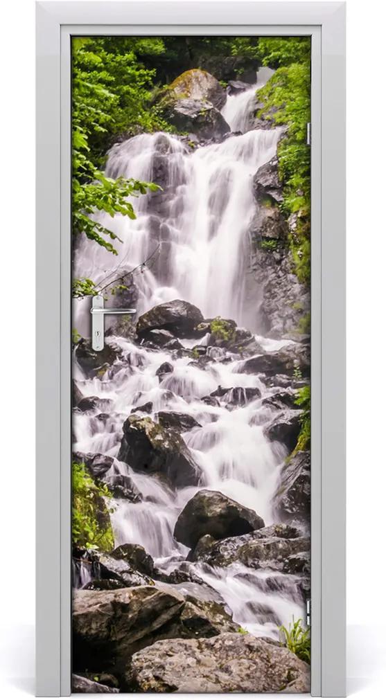 Fototapeta samolepící na dveře Vodopád v lese