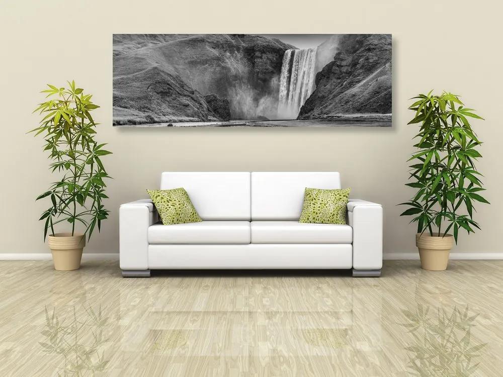Obraz ikonický vodopád na Islande v čiernobielom prevedení
