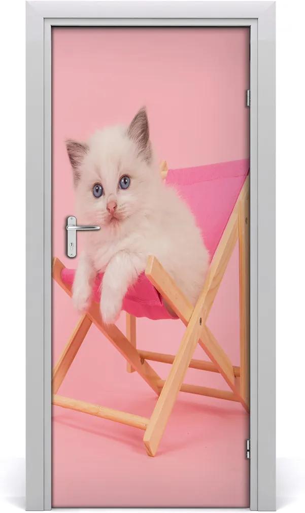 Samolepící fototapeta na dveře Kočka na lehátku