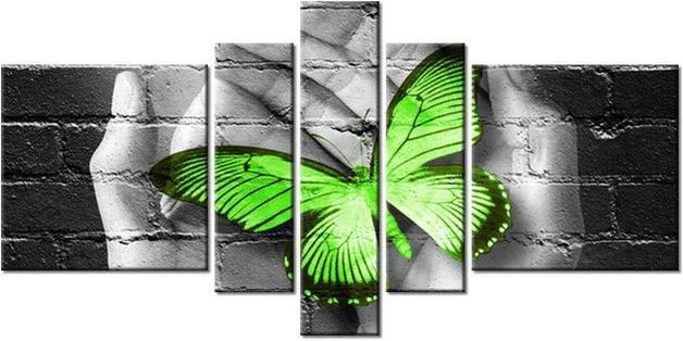 Tlačený obraz Zelený motýľ na dlaniach 160x80cm 2362A_5J