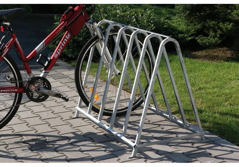Obojstranný stojan na bicykle pre 5 bicyklov