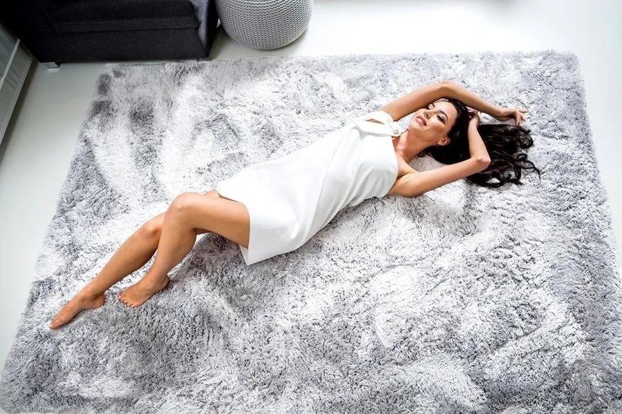 MAXMAX Plyšový koberec STRIEBORNÝ