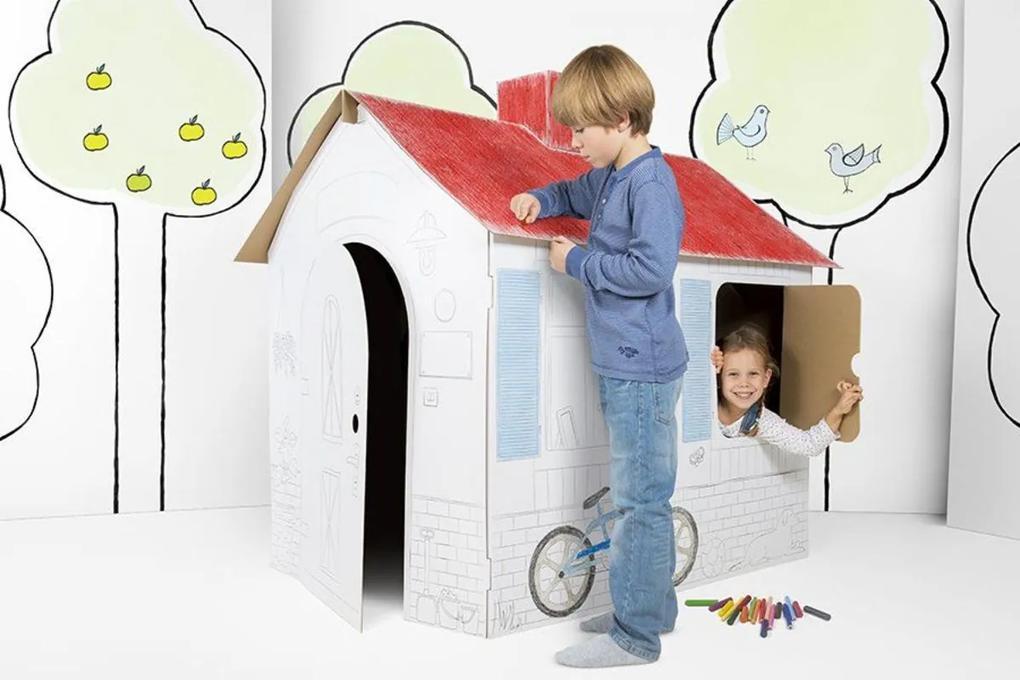 Detský kartónový domček s komínom