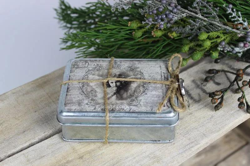 Plechová sivá krabička s obrázkom anjela 10cm