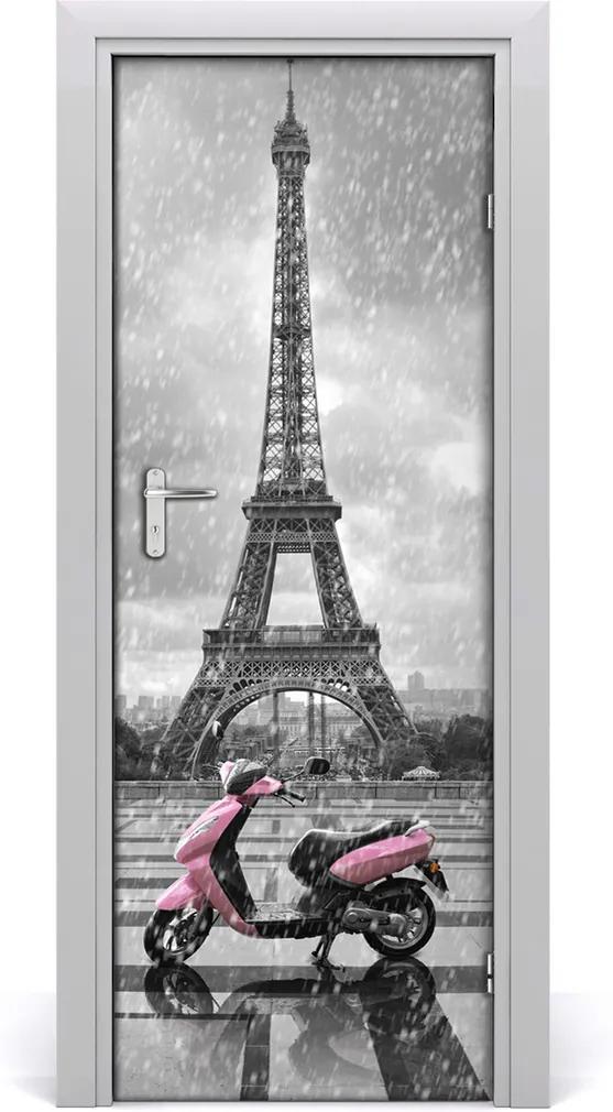 Fototapeta samolepící dveře Eiffelova věž skutr