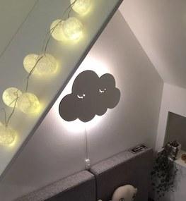 Nástenná lampička Spiaci obláčik - biely drevený podklad