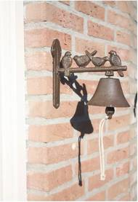 Liatinový nástenný zvonček s dekoratívnymi vtáčikmi Esschert Design