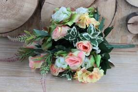 Farebná umelá kytica ruží a zelene 50cm