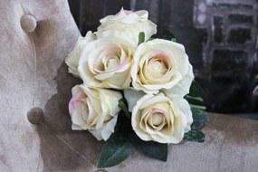 Krémová kytica ruží s ružovým odtieňom