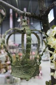 Zelený kovový závesný svietnik v tvare koruny