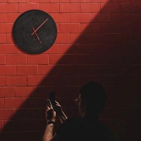Dizajnové betónové hodiny Clockies Elements 30 žlté/orech