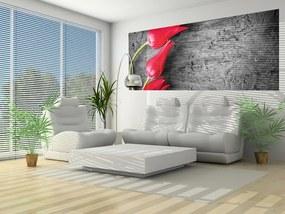 Fototapeta panoramatická vliesová Three red tulips on grey tree