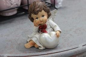 Krémová svetlá sediaca soška anjela so srdcom 10cm