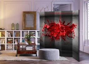 Paraván s červenou atramentovou škvrnou