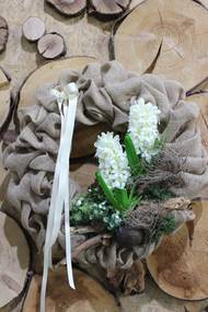 Jarný veniec v jute s hyacintami 50cm