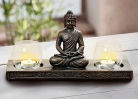Sada dvoch svietnikov so sediacim Budhom