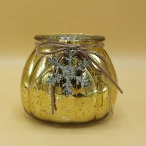 Zlatý sklenený svietnik s drevenou vločkou